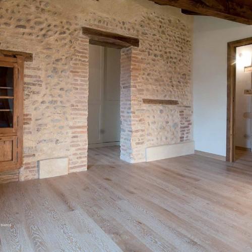 Pavimento in legno rovere decapato sbiancato